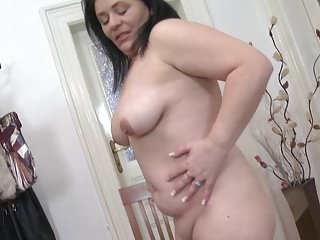 Download video bokep Mature sex bomb mama with hungry old cunt Mp4 terbaru