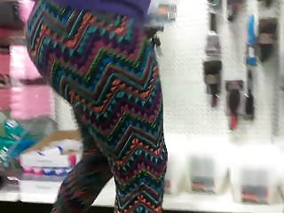 Phat jiggly booty in leggings