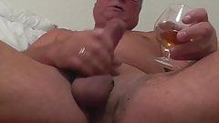 Quicki Wichsen mit Cognac Sperma
