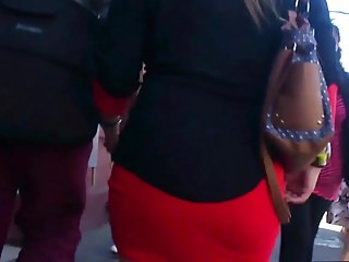#5. Estaba Rica tu Mina: Red Mini Skirt Candid