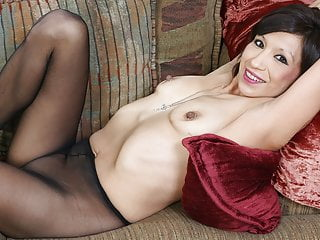 American milf Sahara lets us enjoy her hard nipples and more
