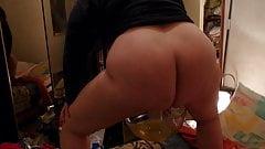 Huguette pisse dans un plat