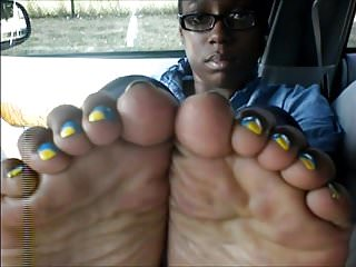 Ms. Te Blue & Yellow Toenails