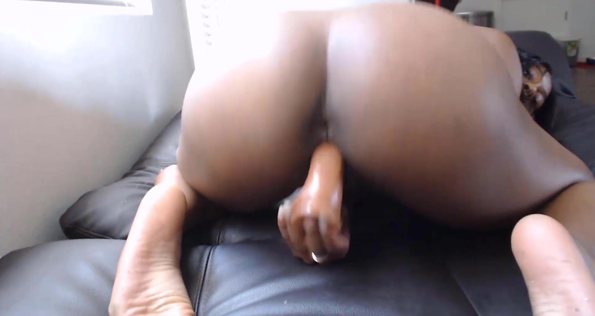 Younger  black slut with twerking booty and attractive smile