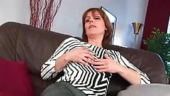 MATURE MOM SPREADS HER HAIRY AND WET PUSSY