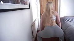 PAWG bimbo jiggling her booty