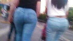 Ricas culonas en Jeans por la calle. La ultima se dio cuenta