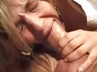 rhea et sa belle poitrine