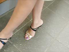 candid legs and feet heels de ma femme en course