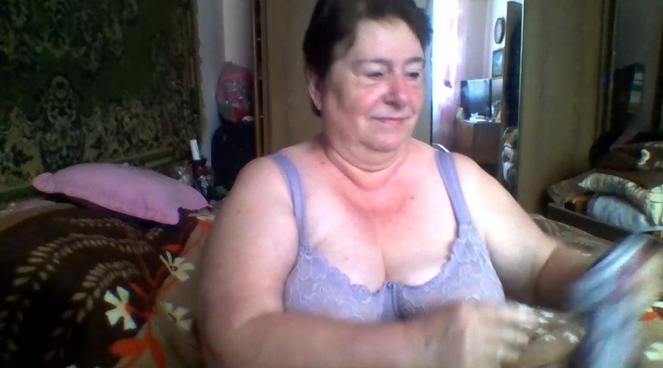 fats granny enjoying on skype