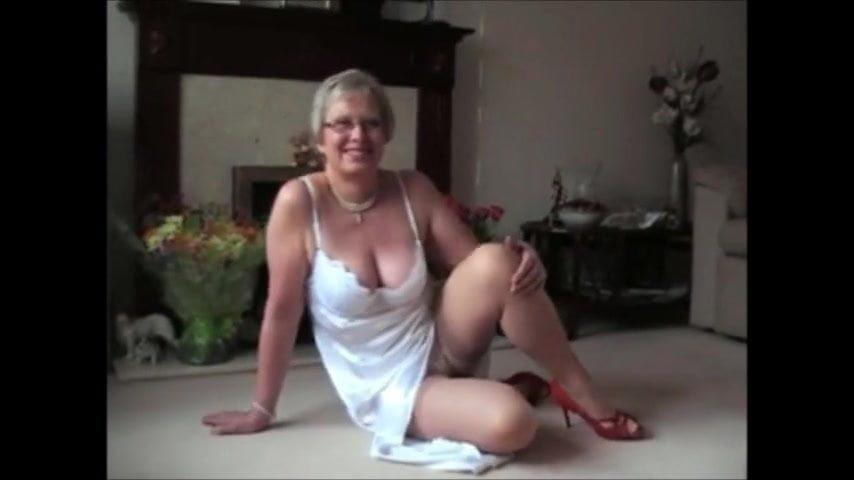 Mujer desnusda teniendo sexo