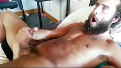 Guy Jerking off to a big finish