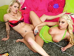 Spizoo-britney amber  natasha starr wet pussies  big booty Thumbnail