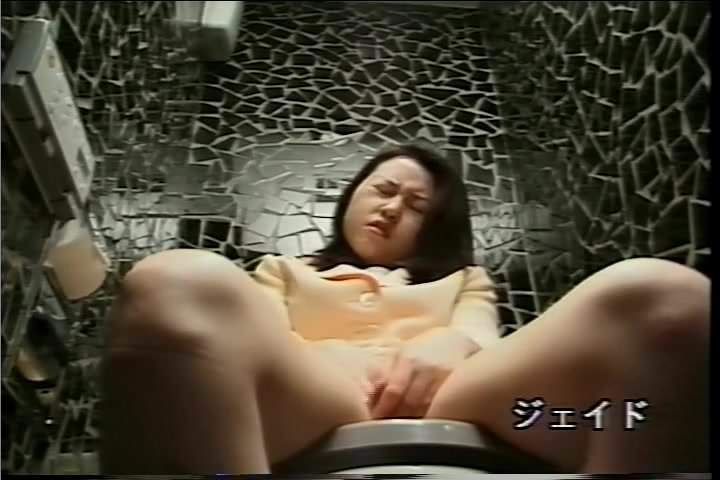 porno-skritaya-kamera-aziatki-masturbatsiya
