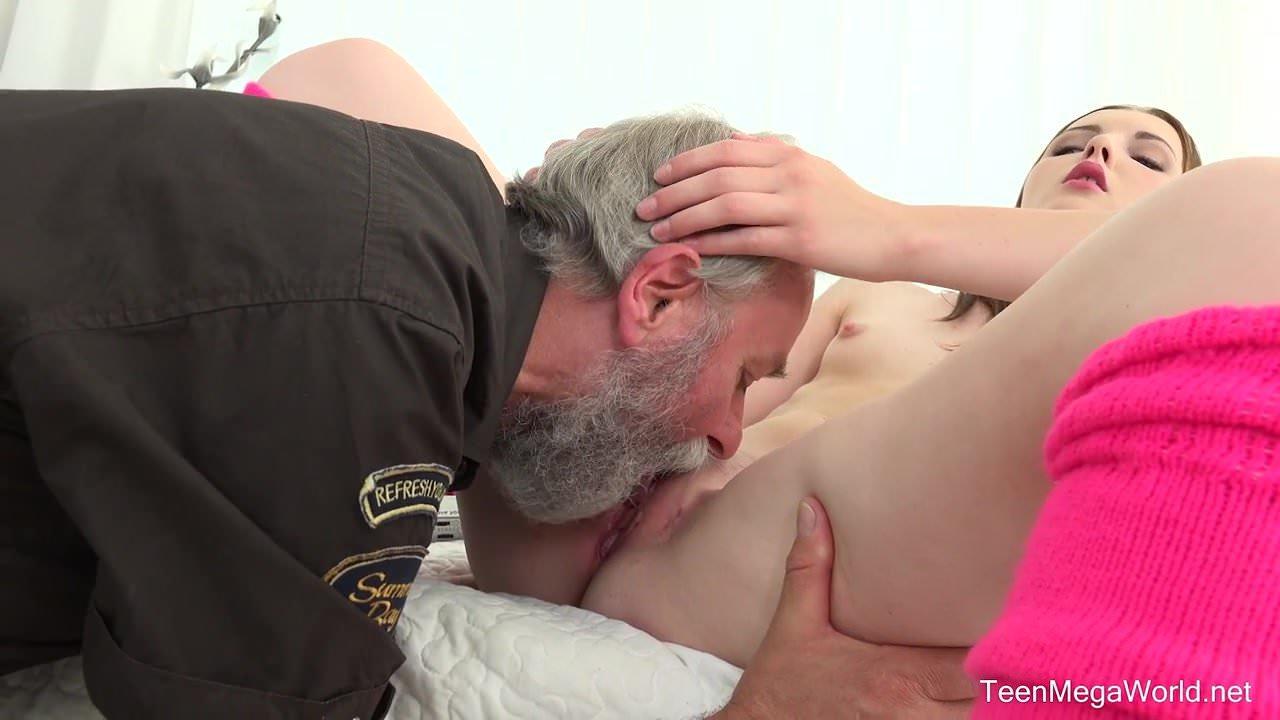porno-stariy-hrich-lizhet-vintazhnie-eroticheskie-video-poloski-ot-zagara