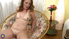 Mature mother Ella feeding her hungry vagina