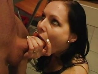 Download video bokep Hausfrau in der Kueche genagelt und in die Fresse gewichst Mp4 terbaru