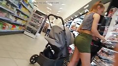Teen with nice Bubble Butt Shoppinh