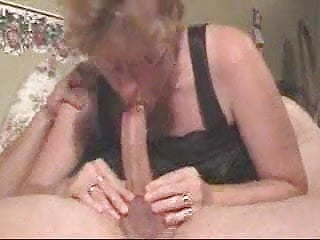 Amateur Milf Gives A Deepthroat To Die For !