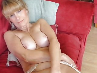 Download video bokep Beautiful mature mother with super body Mp4 terbaru