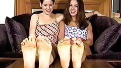 2 sexy girls posing their feet