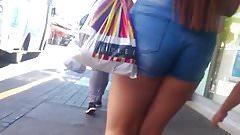 Shorts season!: Candid teens legs booty