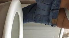 Delphine ma belle soeur aux toilettes 2