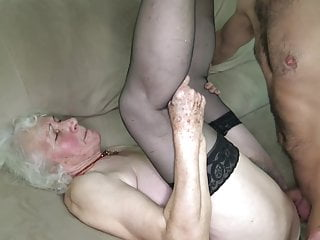 Download video bokep Grandmas pussy is wet Mp4 terbaru