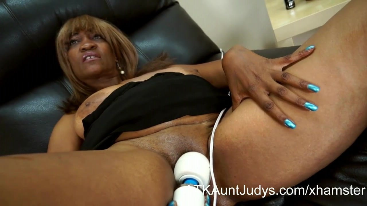 Thick Ebony Solo Masturbation