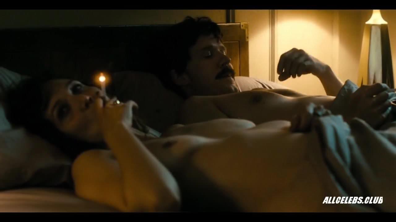 miley cyrus bare butt