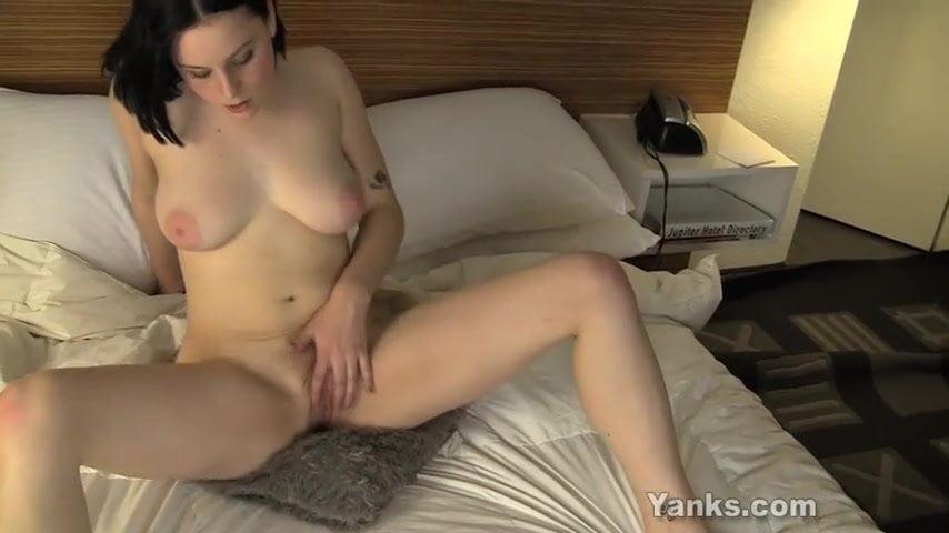 Chesty manta rubbing her twat - 2 2