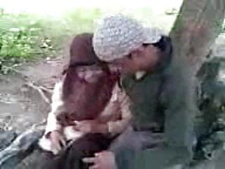 Download video bokep Siswi Berjilbab Asik Ciuman di Taman Mp4 terbaru