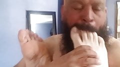 Enjoying a nice feet in my mouth 's Thumb