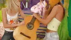 2 lesbians teens play guitar and sextoys