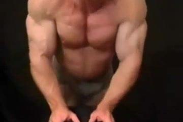 gay muscle porn clip: Culturista , on hotmusclefucker.com