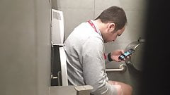 Str8 spy men in public toilet