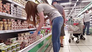 A nice ass in the supermarket