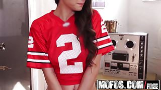 Mofos - Pervs On Patrol - Alexis Rodriguez - Gamer Chick Fuc