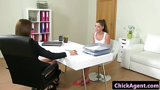 Sappho chick agent fingerfucked at casting