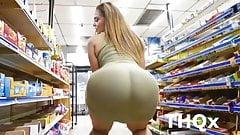 Gostosa com bunda gigante no Supermercado