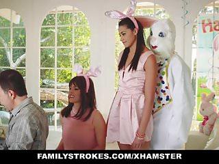 Disfrazado De Conejo El Joputa Se Coge La Hija Del Matrimonio