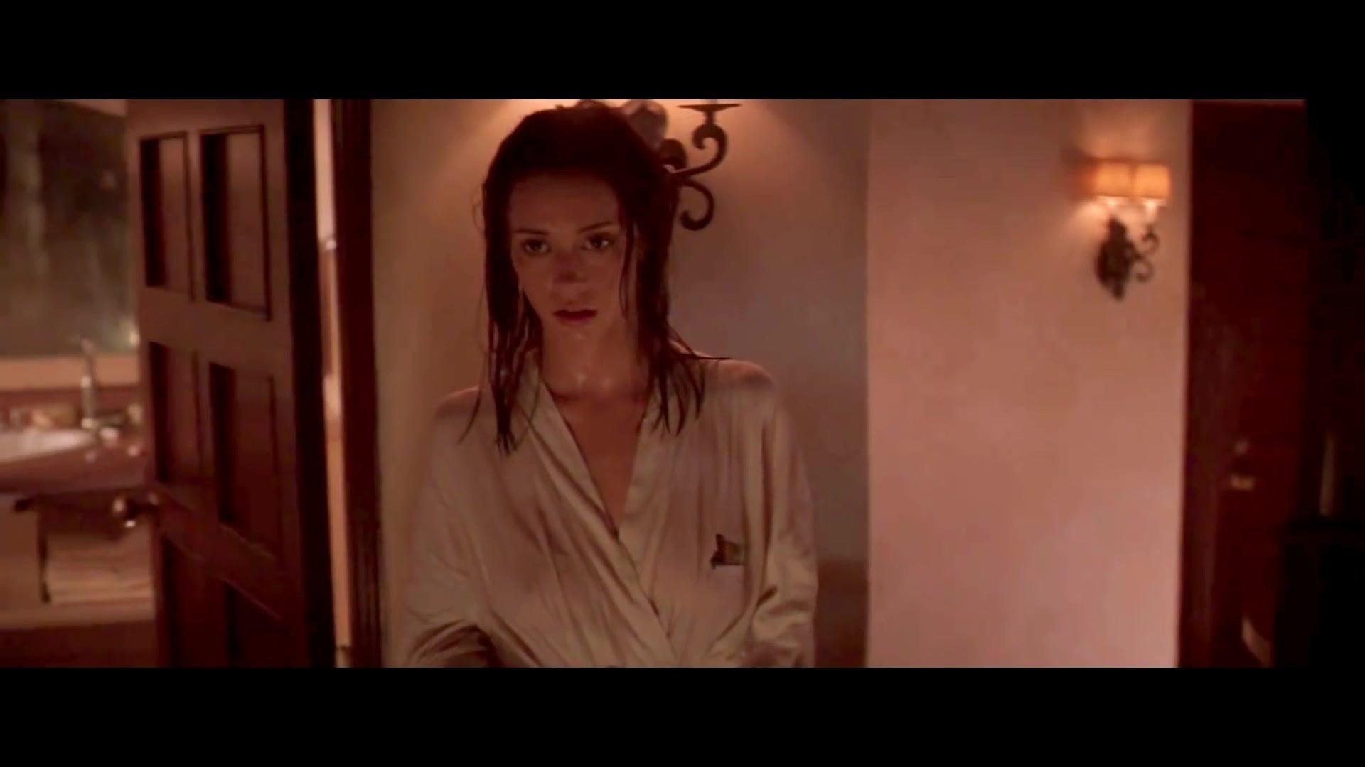 Jennifer Love Hewitt - Wet Bathrobe Nipples Free Porn 1C