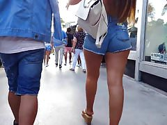 Candid voyeur crazy thick and hot in shorts cheeks