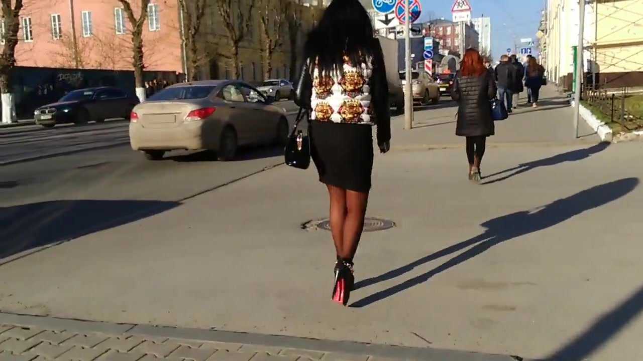 Candid cougar milf high heels
