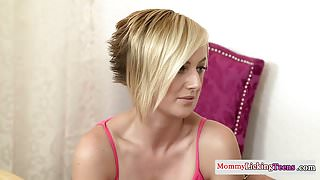 Les milf stimulates stepteens clit with toy