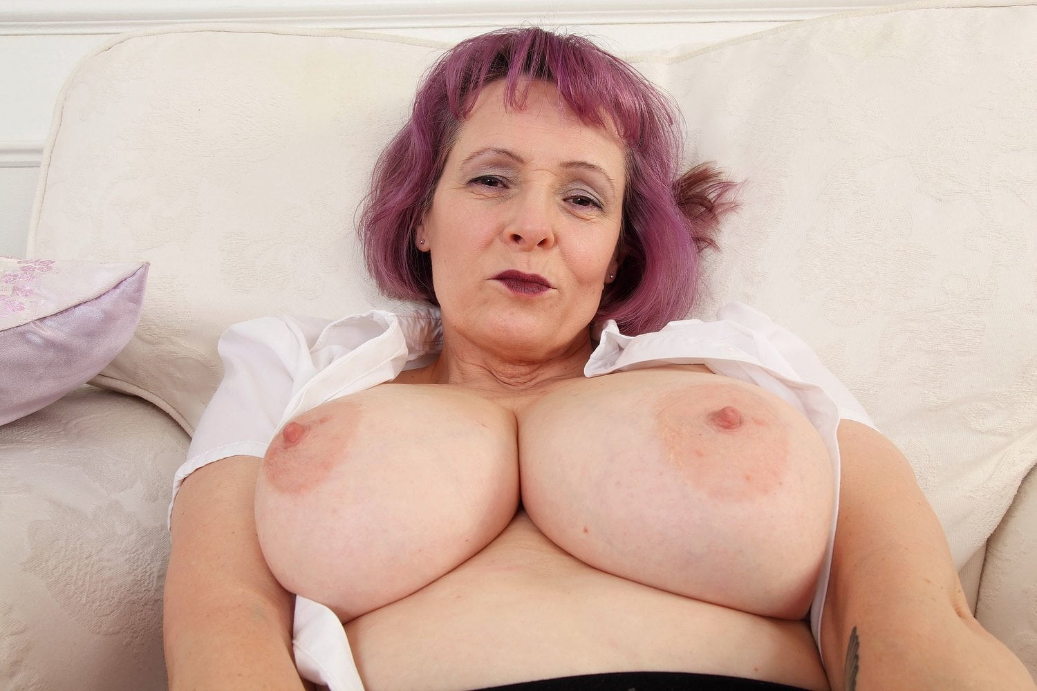 English Milf Tigger Plays With Her Big Tits And Pink Fanny -7364