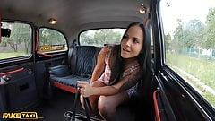 Фейковое такси, юную татуированную Jennifer Mendez жестко трахнул таксист