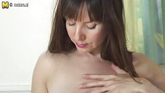 Amateur cougar MOM with hungry vagina