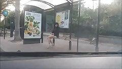 pute a l arret de bus