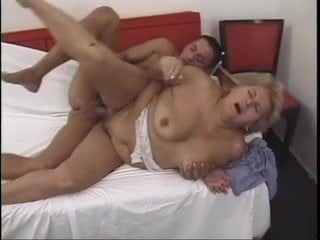 Free download & watch chubby mature tries anal         porn movies